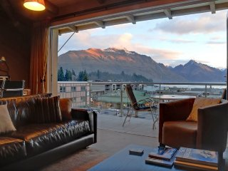 Comfortable House with Internet Access and Parking - Queenstown vacation rentals