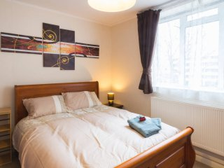 ★NEW★ HUGE CENTRAL LONDON FLAT IN NOTTING HILL! - London vacation rentals
