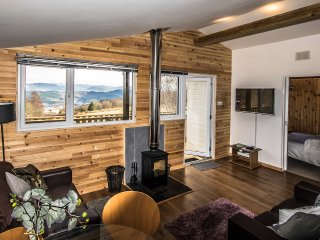 Self Catering Lodge overlooking Loch Ness - Drumnadrochit vacation rentals