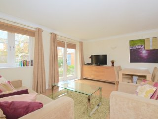 Modern apartment in east oxford - Oxford vacation rentals