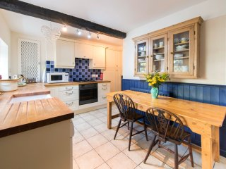 Comfortable Cottage with Dishwasher and DVD Player - Knaresborough vacation rentals