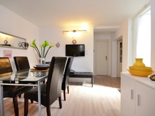 Bright 2 bedroom Apartment in Makarska with Internet Access - Makarska vacation rentals