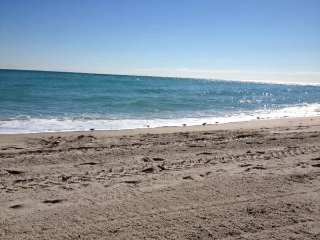 1br - 700ft2 - Beautiful Condo Near Ocean - Fort Lauderdale vacation rentals