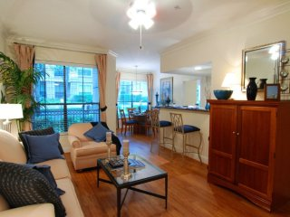 Furnished 3-Bedroom Apartment at Woodway Dr & N Post Oak Ln Houston - Houston vacation rentals