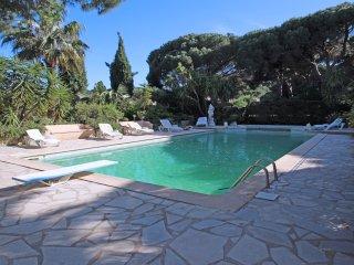 Authentique villa avec piscine - 8pers - st-maxime - Saint-Maxime vacation rentals