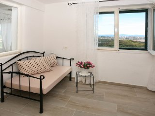 Beautiful 2 bedroom House in Klis with Internet Access - Klis vacation rentals
