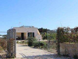 Villa con splendido giardino a pochi km da SMLeuca - Tricase vacation rentals