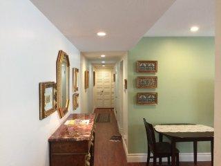 Furnished 1-Bedroom Condo at W Edith Ave & 2nd St Los Altos - Los Altos vacation rentals