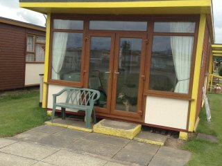 Lovely 2 bedroom Chalet in Mablethorpe - Mablethorpe vacation rentals