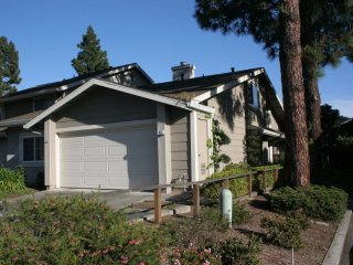 Furnished 1-Bedroom Townhouse at E 14th St & Cornwall Way San Leandro - San Leandro vacation rentals