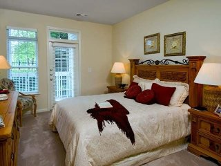 Furnished 3-Bedroom Apartment at Sunrise Valley Dr & Glen Echo Rd Herndon - Herndon vacation rentals