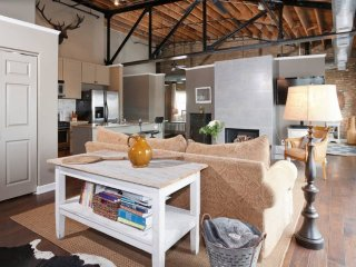 Handsome Loft on Madison Street - Forest Park vacation rentals