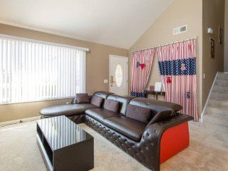 Furnished 4-Bedroom Apartment at Mowry Ave & Cherry St Newark - Newark vacation rentals