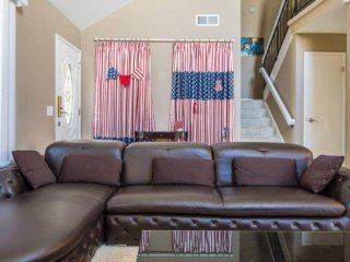 Furnished 3-Bedroom Apartment at Mowry Ave & Cherry St Newark - Newark vacation rentals