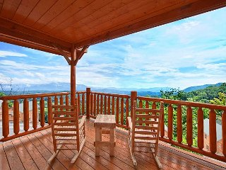 Experience Amazing Views, Free WIFI, Hot Tub, Pool Table & Jacuzzi - Sevierville vacation rentals