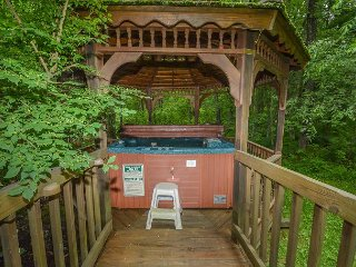 5 Bedroom Immaculate Chalet with Dock Slip and Community Indoor Pool - Oakland vacation rentals