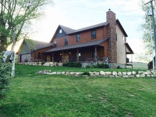 Remote ranch house on 80+ acres of land - Fairview vacation rentals