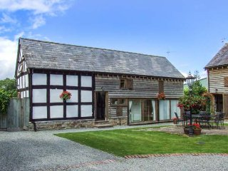 STABLE END, family friendly, character holiday cottage, with a garden in Luntley, Ref 2216 - Pembridge vacation rentals