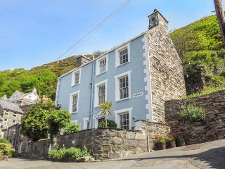 TAN YR ALLT, family-friendly, over four floors, close to beach in Barmouth Ref - Barmouth vacation rentals