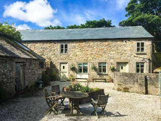 POLDARK COTTAGE, pet friendly, character holiday cottage, with a garden in Helston, Ref 911858 - Helston vacation rentals