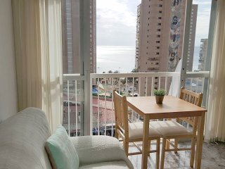 SEA VIEWS CLOSE TO BEACH CENTRAL BENIDORM & UK TV - Benidorm vacation rentals