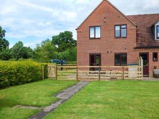 THE WILLOWS, modern cottage, open plan living area, parking, garden, in Church Stretton, Ref 938343 - Church Stretton vacation rentals