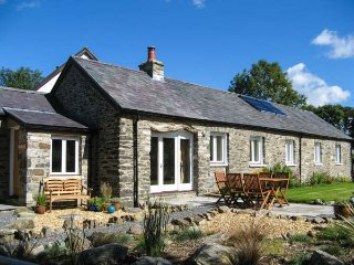 CWT MOCHYN, barn conversion, all ground floor, en-suite, rural views, Aberaeron Ref 939993 - Aberaeron vacation rentals