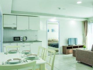 Spacious 2-bedroom apartment in Pratumnak - Pattaya vacation rentals