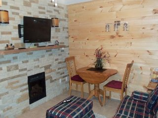 One Bedroom Condo in the Heart of Gatlinburg (Unit 414) - Gatlinburg vacation rentals