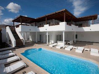 5 bedroom Villa in Puerto Calero, Lanzarote, Canary Islands : ref 2285075 - Puerto Calero vacation rentals