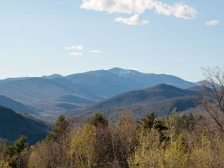 2 BR updated condo with views to Mt Washington! Cable, WiFi, near Skiing! - Bartlett vacation rentals