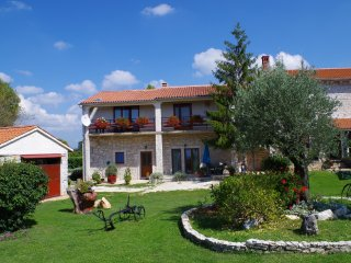 Holiday apartment in pittoresque Istrian village - Orihi vacation rentals