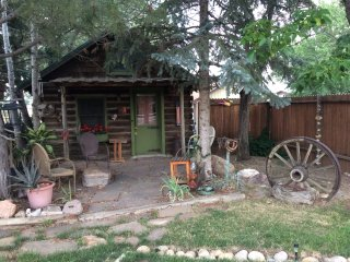 Colo, quiet log cabin, 35miles to RM Natl Park - Longmont vacation rentals