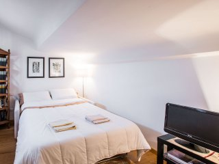 SWEET ATTIC IN CENTER FLORENCE - Florence vacation rentals