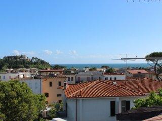 Romantic 1 bedroom Castellonorato Apartment with Internet Access - Castellonorato vacation rentals