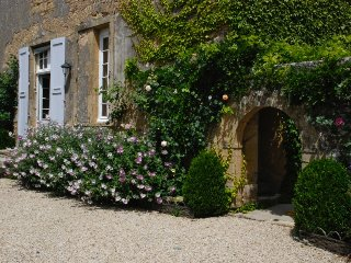 Chambre dans une belle demeure/ Bed and Breakfast - Saint-Julien de Civry vacation rentals