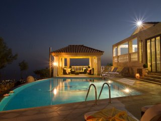 Villa Kyparissos, Kathikas. 6 Bed, 5 Bath Mansion - Kathikas vacation rentals