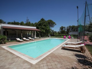 Salento Villa 8 posti, pool, tennis wi fi, a/c,PS4 - Galatina vacation rentals