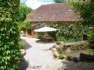 "Charming Stone Barn ""Rouge""  2 bedrooms -120 sq.m - Cazillac vacation rentals"