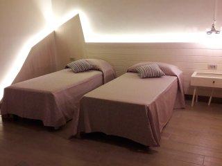 Bright 4 bedroom Vacation Rental in Limbadi - Limbadi vacation rentals
