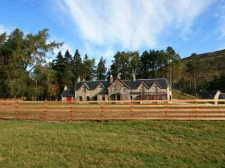 306B-Deluxe Highland Lodge - Dalwhinnie vacation rentals