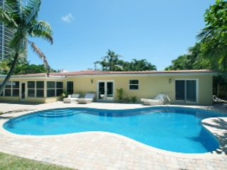 Steps from the beach. August- September Special! - Fort Lauderdale vacation rentals