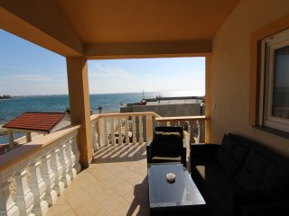 Great 4 bedroom apartment near the beach - Vir vacation rentals