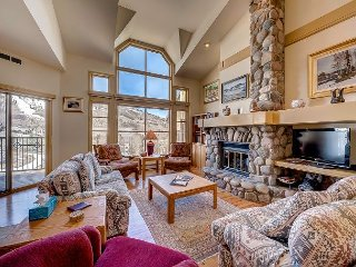 4BR Three Level Meadows Townhouse With Amazing Beaver Creek Mountain Views - Beaver Creek vacation rentals