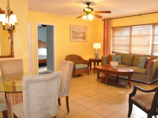 Steps to the beach one bedroom Condo with full kit - Sarasota vacation rentals