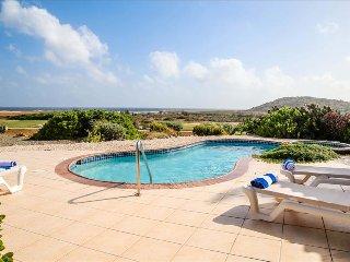 2 bedroom villa with pool and jacuzzi Tierra del Sol - Oranjestad vacation rentals
