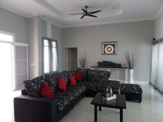 bang saray luxury 4 bedroom pool villa - Sattahip vacation rentals