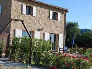 Country cottage with swimming pool - San Ginesio vacation rentals