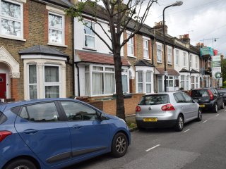 3 Bedroom house (IA1), 2 bathrooms, wi-fi, sleeps8 - London vacation rentals
