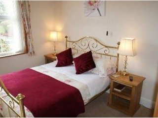 Brook House Double En Suite Room 1 - Broadway vacation rentals